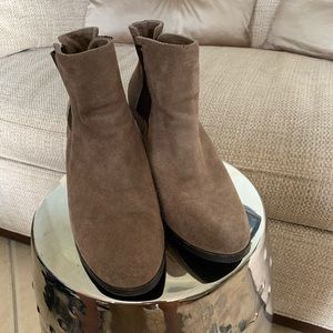 Vince Camuto Leather boots color tan size 9B